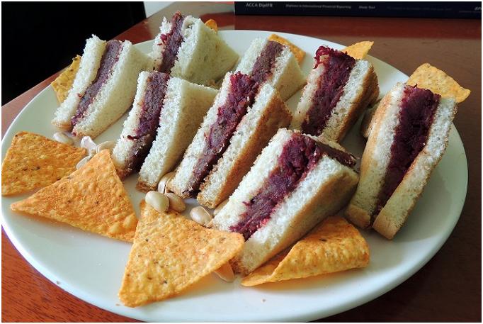 dabeli sandwish dish